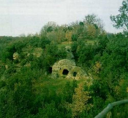 Sorano San Rocco insediamenti rupestri